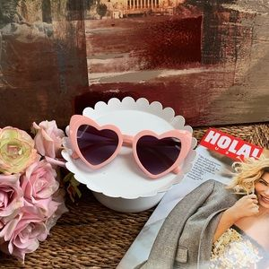 Accessories - Cat eye heart sunglasses 🕶 retro💕💕💕